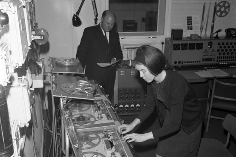 Delia Derbyshire and Desmond Briscoe at work in BBC Radiophonic Workshop (© BBC Photo Library)